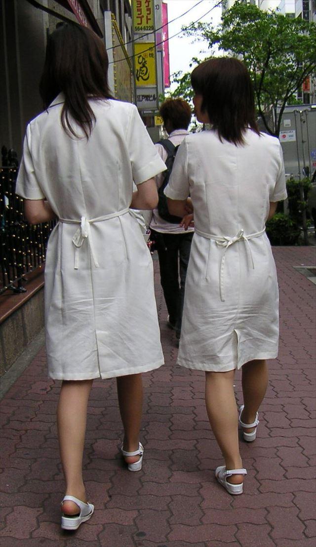 白衣ナースが患者を誘惑する透け巨尻盗撮エロ画像10枚目