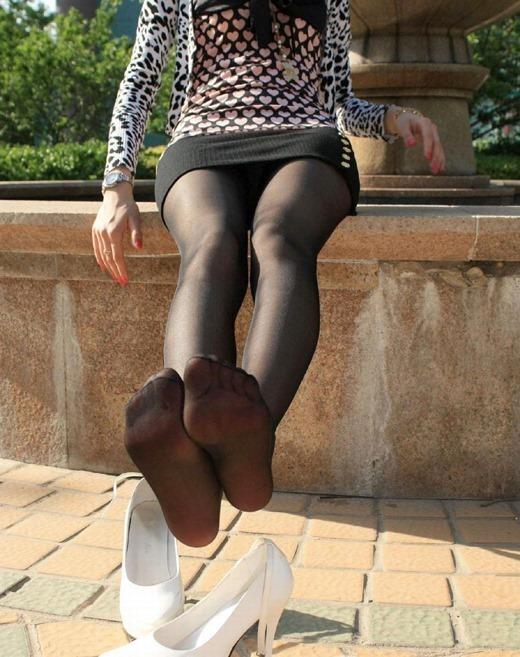 OLの蒸れた足裏と履きふるしたパンストのエロ画像13枚目