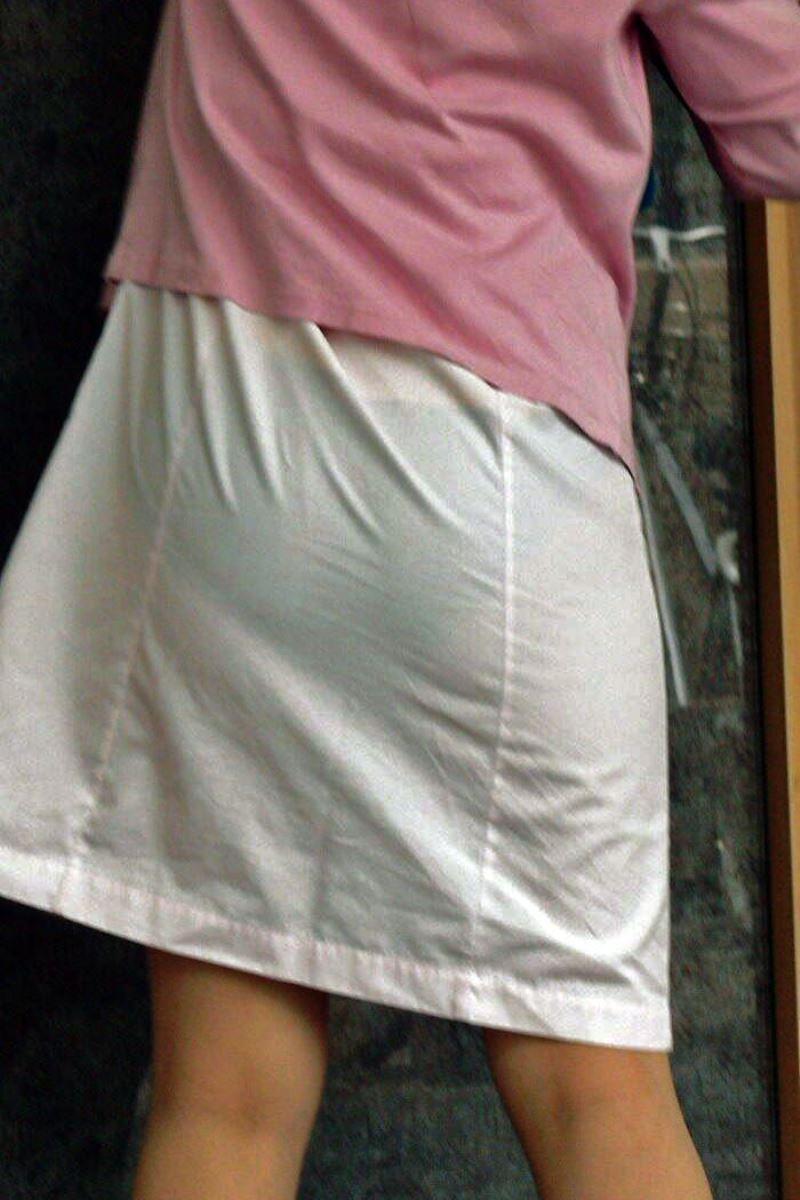 白衣ナースのミニスカと透け下着を盗撮のエロ画像5枚目