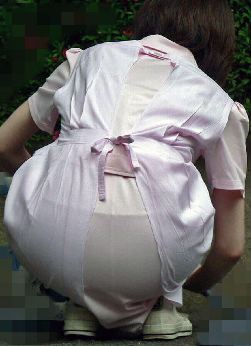 白衣ナースのミニスカと透け下着を盗撮のエロ画像14枚目