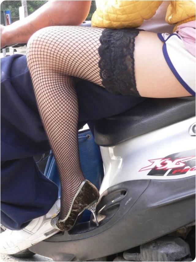 淫乱なOLの黒い網タイツフェチ向けのエロ画像5枚目