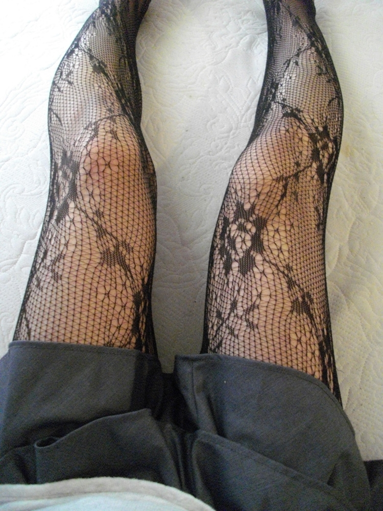 淫乱なOLの黒い網タイツフェチ向けのエロ画像13枚目