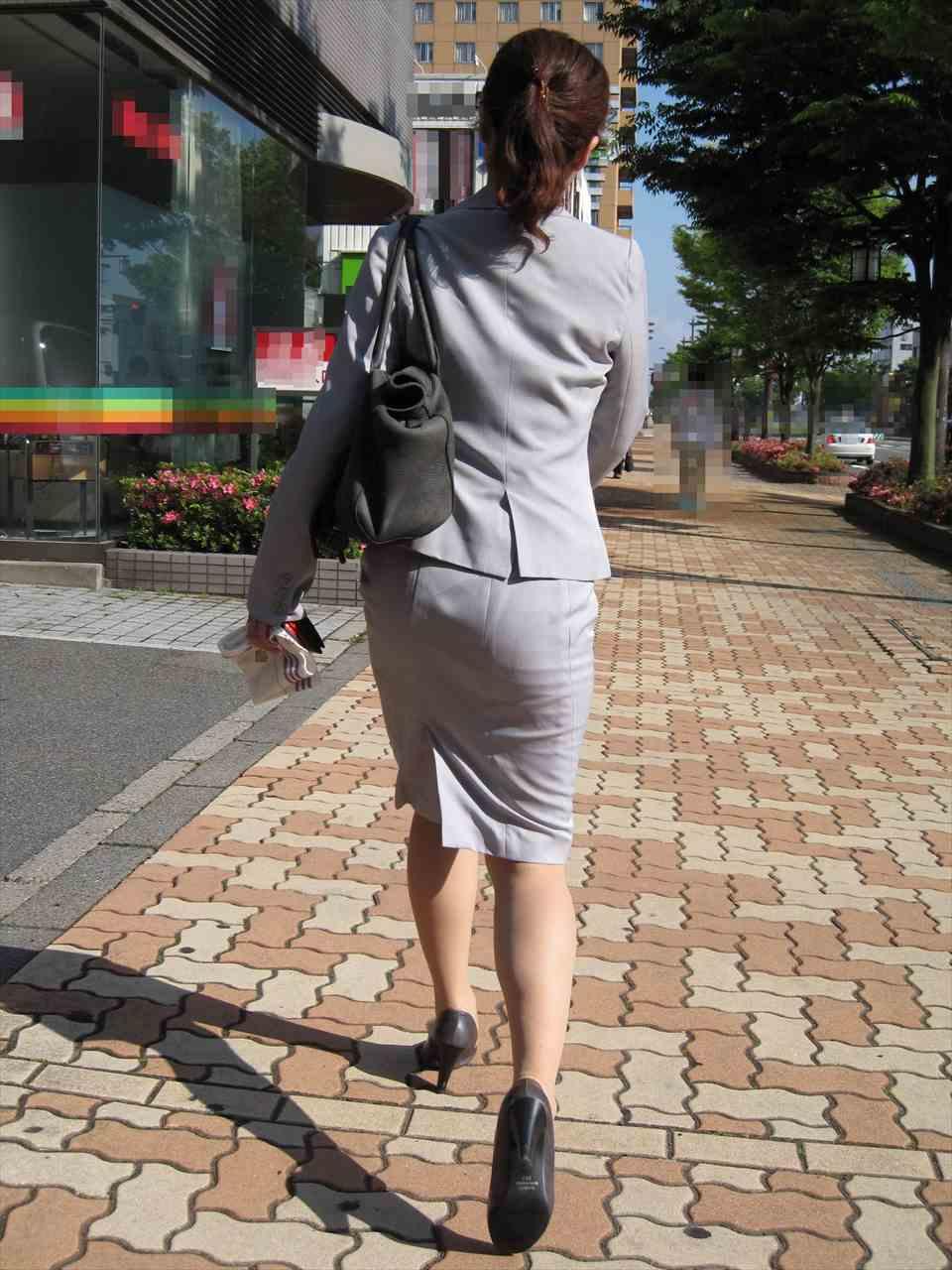 OLがタイトスカートで取引先へ急ぐ姿の盗撮エロ画像7枚目