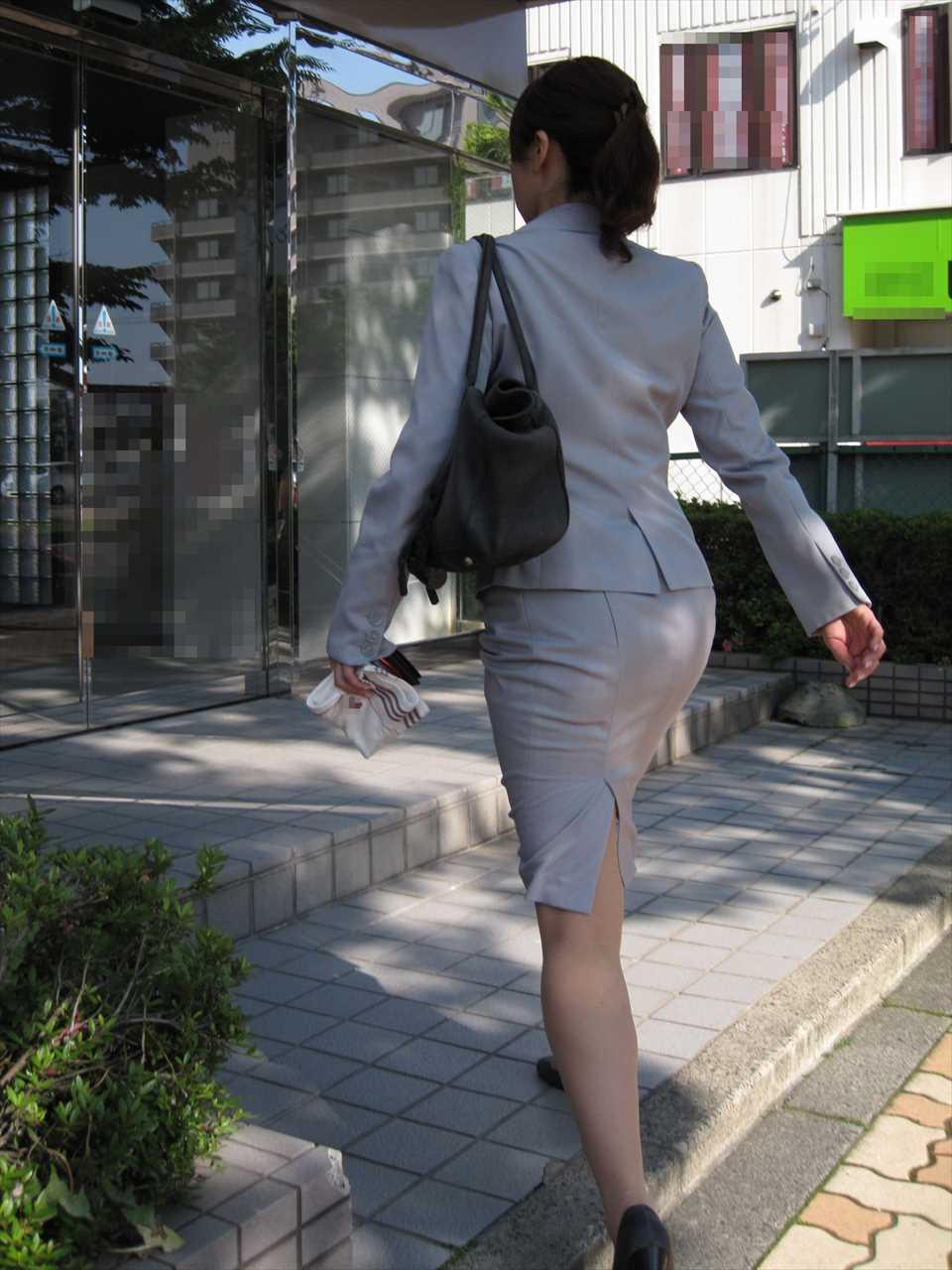 OLがタイトスカートで取引先へ急ぐ姿の盗撮エロ画像8枚目