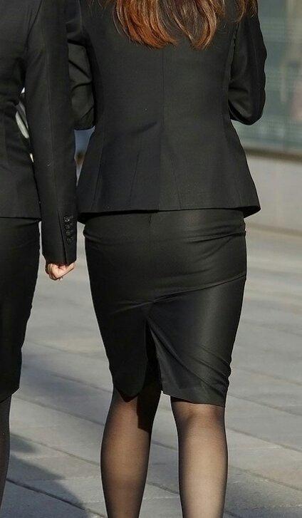 OLがタイトスカートで取引先へ急ぐ姿の盗撮エロ画像10枚目