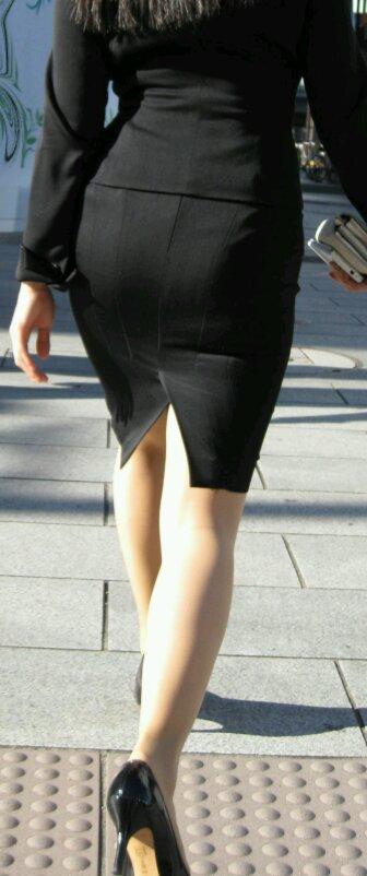 OLがタイトスカートで取引先へ急ぐ姿の盗撮エロ画像11枚目