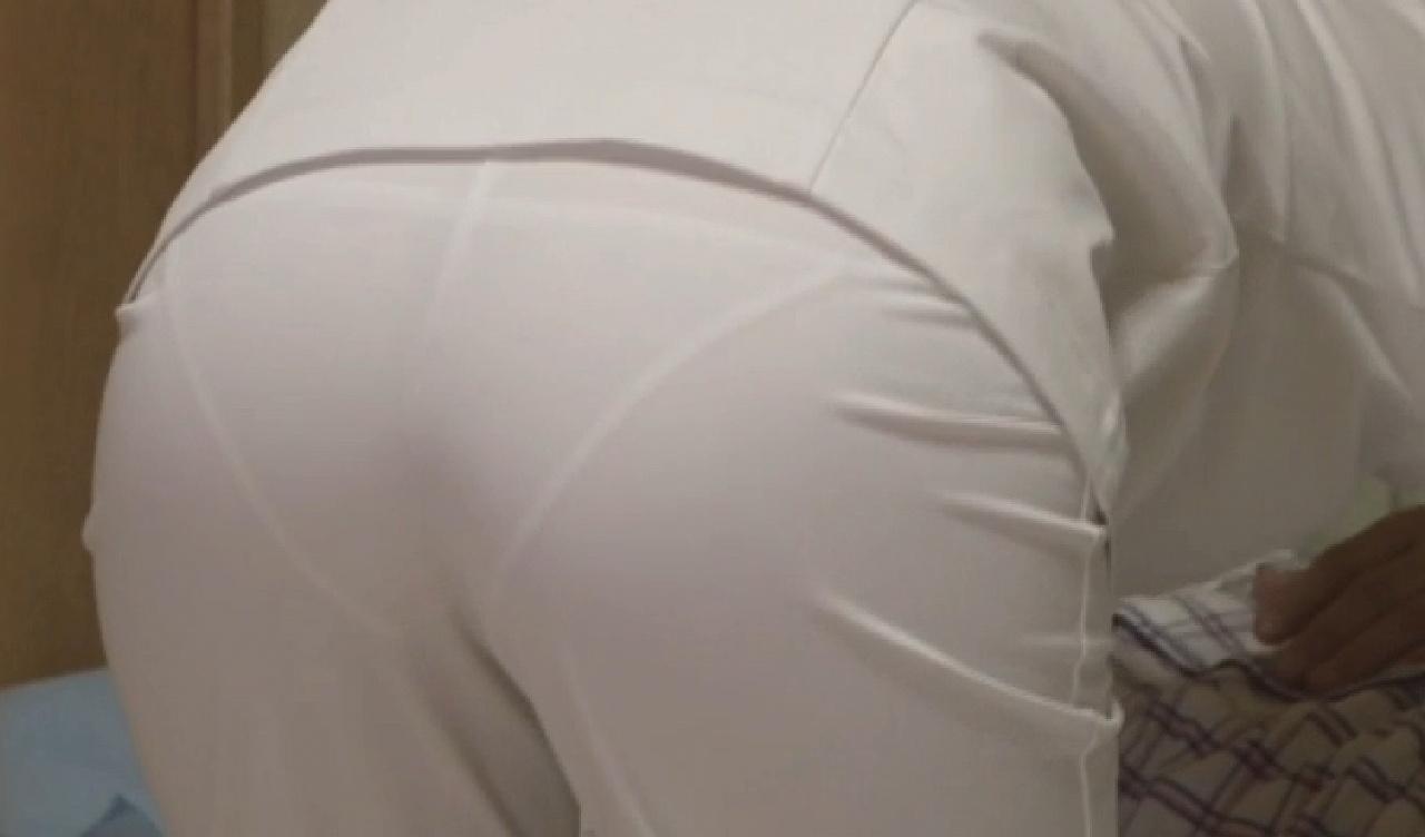 ピンク白衣ナースの下着以外に乳首も透けたエロ画像9枚目