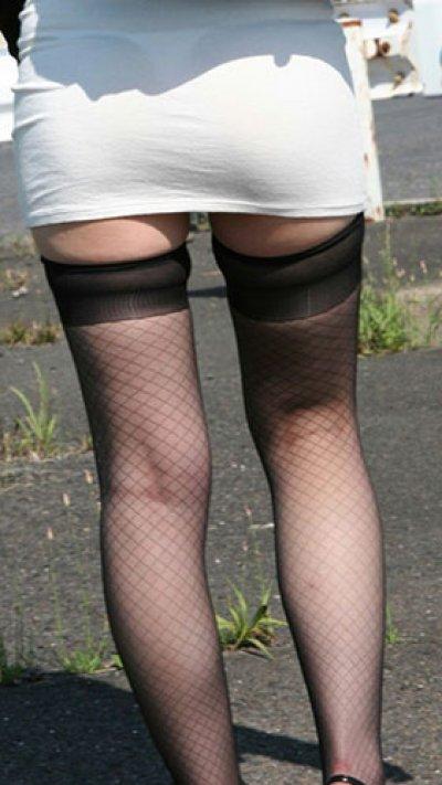 OLのスリットがヤバいタイトスカート盗撮エロ画像16枚目
