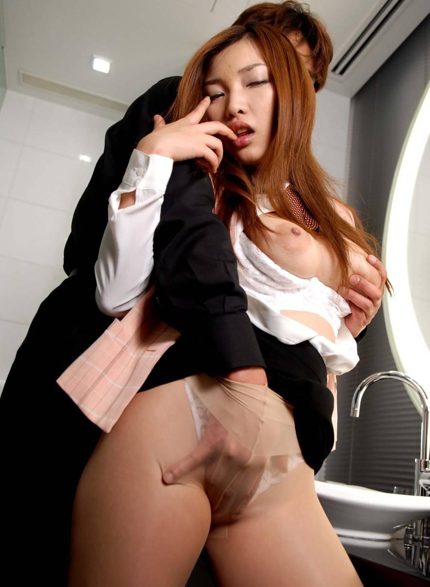 新人OLが上司と会社内で不倫したセックスエロ画像8枚目
