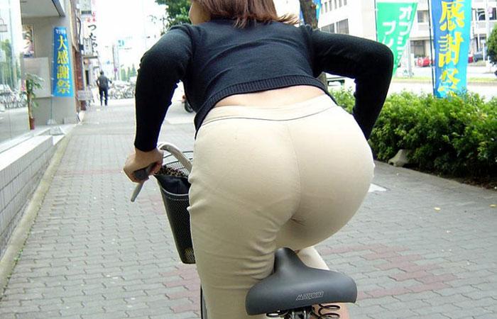 新入社員OLが出勤を急ぐ自転車に乗るエロ画像9枚目