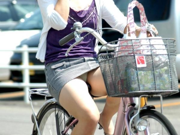 新入社員OLが出勤を急ぐ自転車に乗るエロ画像13枚目