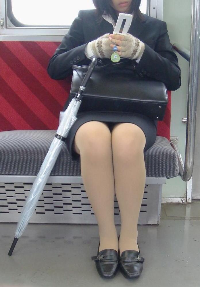 OLのリクスータイトスカート多め三角盗撮エロ画像7枚目