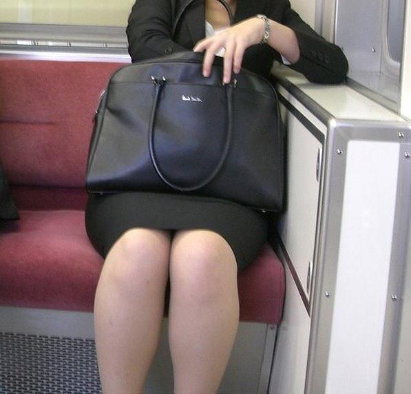 OLのリクスータイトスカート多め三角盗撮エロ画像10枚目