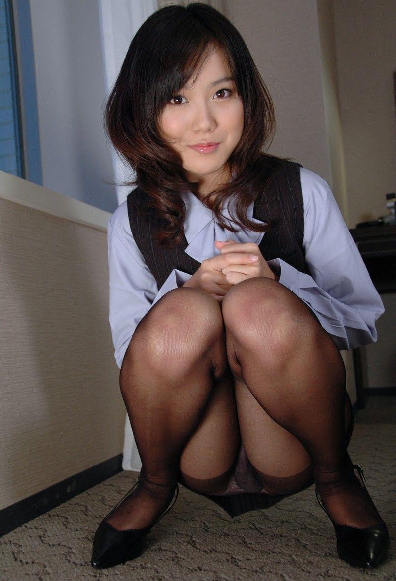 OLのたくし上がった色々なタイトスカートエロ画像11枚目