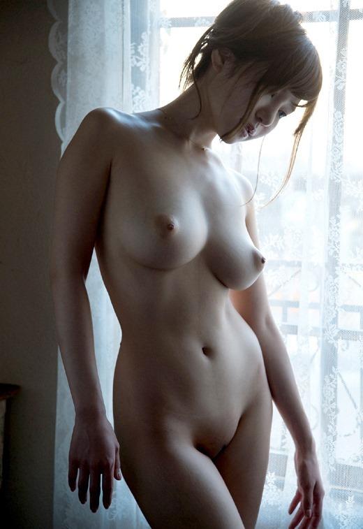 淫乱OLが巨乳の谷間をアピールする誘惑エロ画像2枚目