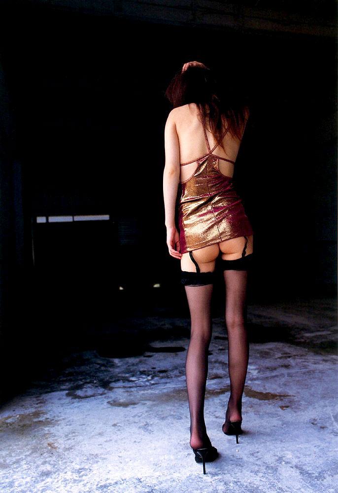 OLお姉さんのハイヒールを履いた美脚エロ画像3枚目