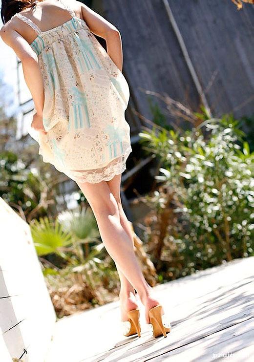 OLお姉さんのハイヒールを履いた美脚エロ画像7枚目