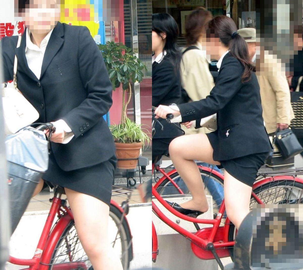 漕いだ瞬間にパンチラ盗撮された自転車OLエロ画像4枚目