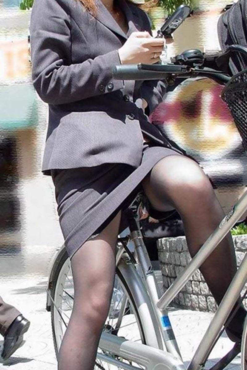 新入社員OLが自転車に乗る三角パンチラ盗撮エロ画像4枚目