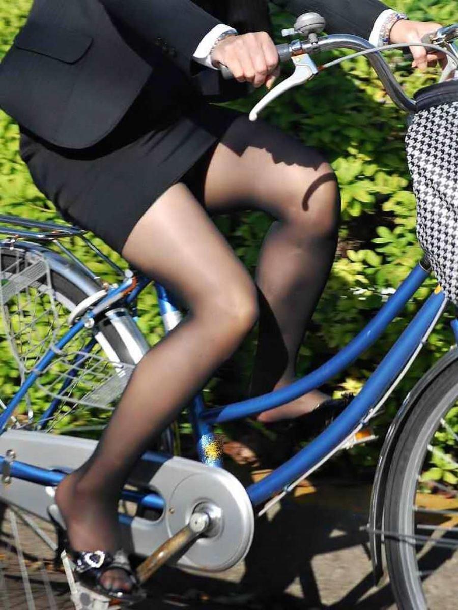 新入社員OLが自転車に乗る三角パンチラ盗撮エロ画像12枚目