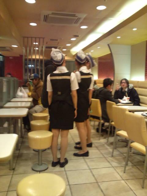 マクドナルド店員の3人に1人は援交してるエロ画像2枚目