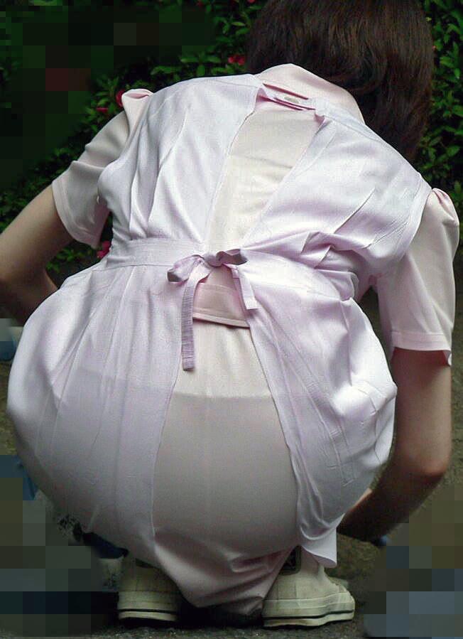 白衣ナースのフルバックパンティライン透けエロ画像5枚目