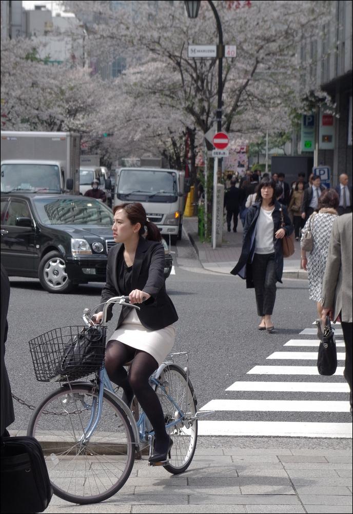 新人OLの自転車パンチラのムチムチエロ画像6枚目