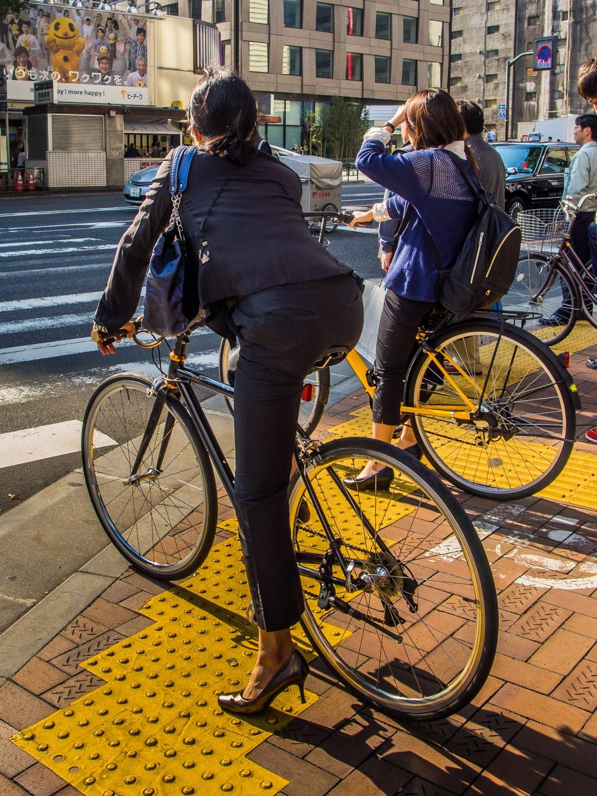 新人OLの自転車パンチラのムチムチエロ画像7枚目