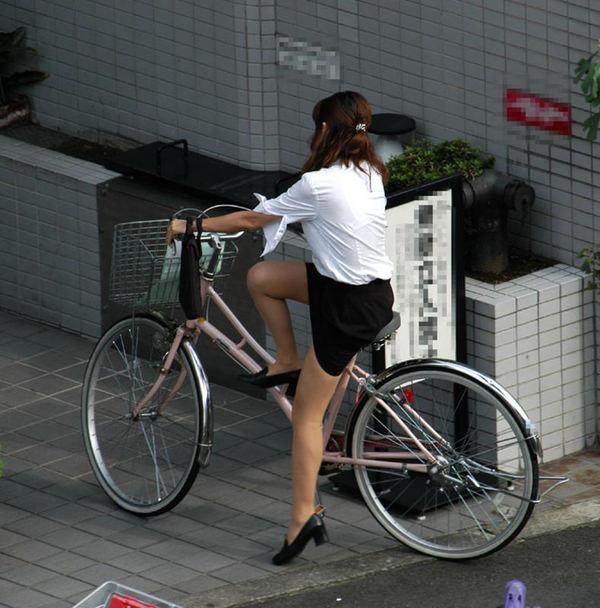 新人OLの自転車パンチラのムチムチエロ画像14枚目