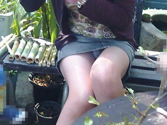 無防備OLのタイトスカート三角パンチラエロ画像14枚目