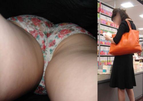 OLの花柄パンティの逆さタイトスカート盗撮エロ画像1枚目