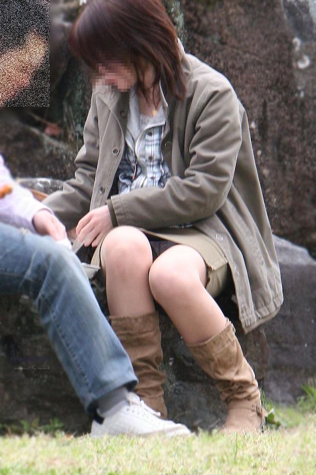 タイトスカートが捲れる三角パンチラOL盗撮画像7枚目