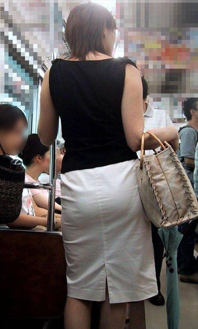巨尻OLに纏わり付くタイトスカートのエロ画像6枚目