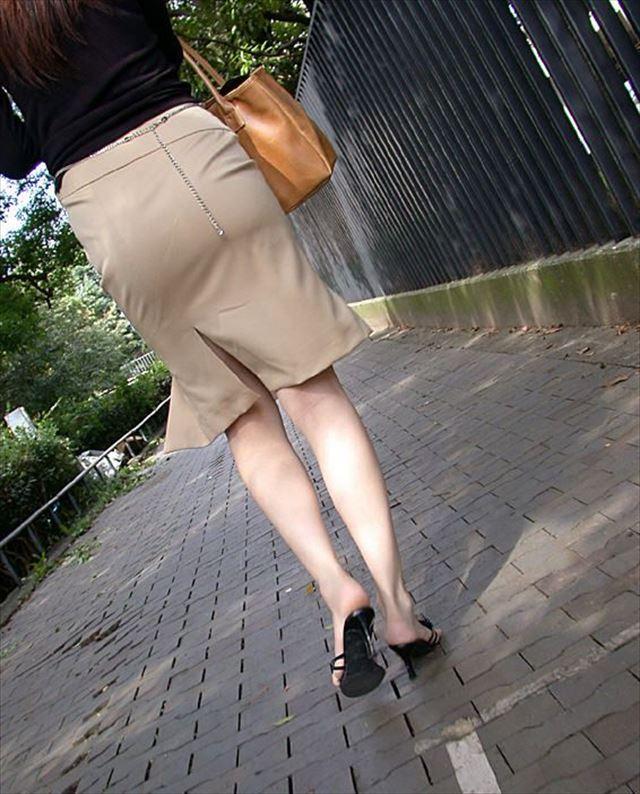 巨尻OLに纏わり付くタイトスカートのエロ画像9枚目
