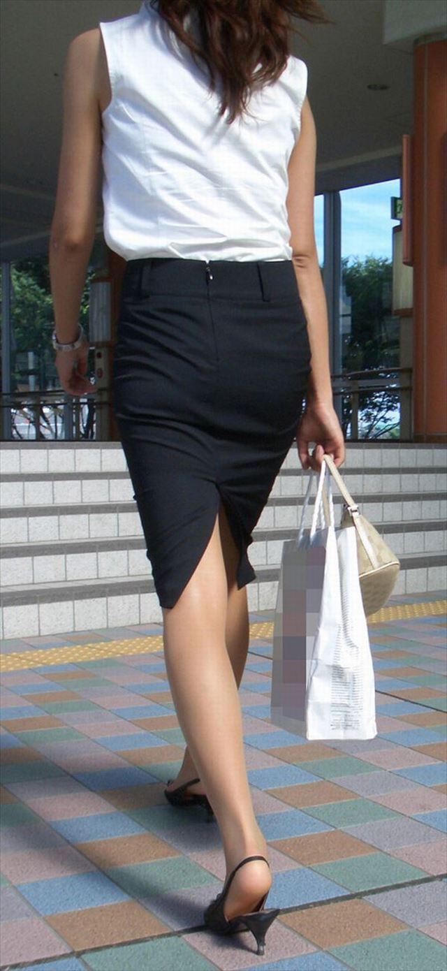 巨尻OLに纏わり付くタイトスカートのエロ画像15枚目