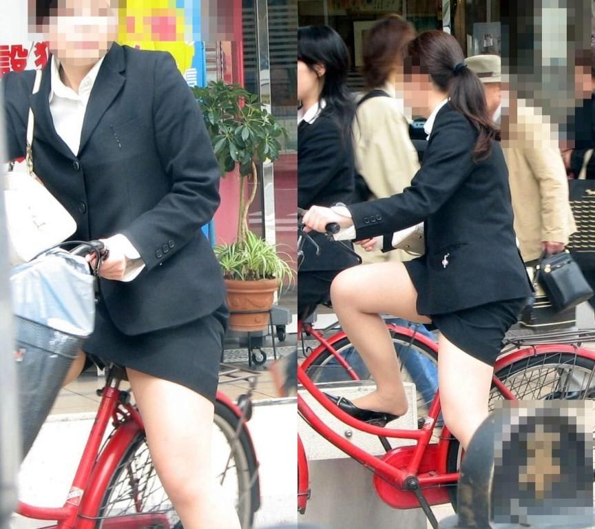ぽっちゃり新人OLのタイトスカート自転車盗撮画像1枚目