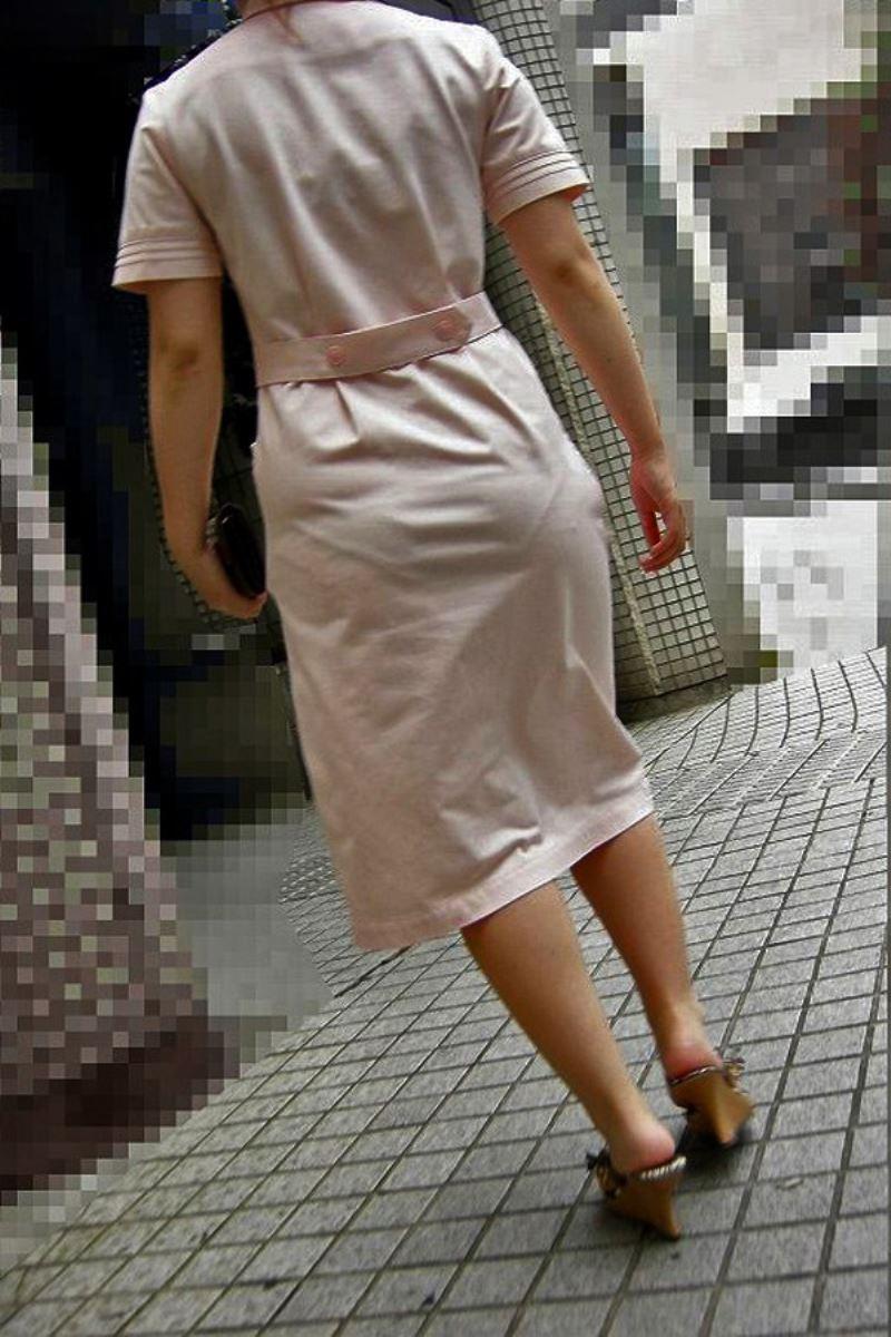 白衣ナースの透け水玉下着を盗撮したエロ画像7枚目