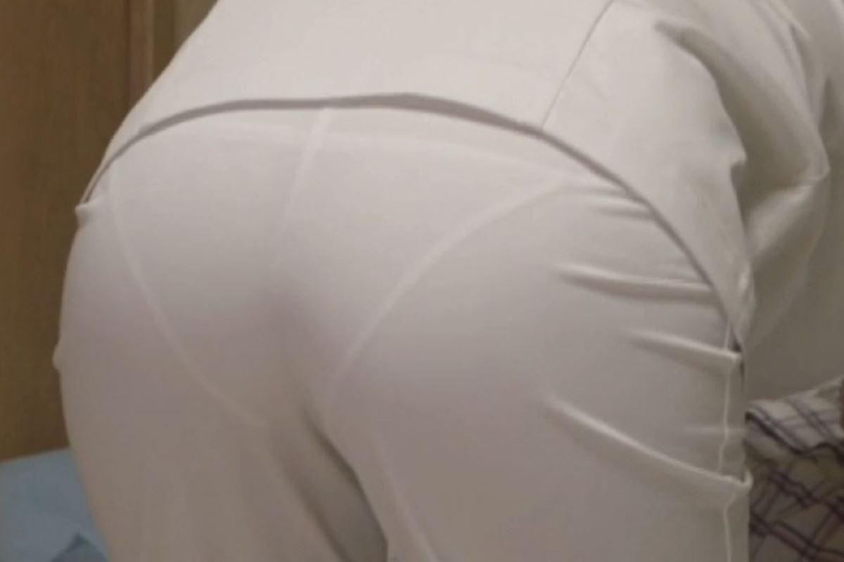 白衣ナースの透け水玉下着を盗撮したエロ画像8枚目