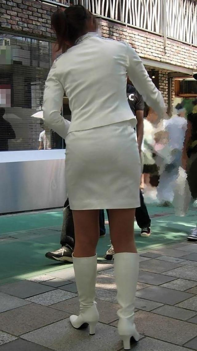 OLが台車を押すタイトスカートのシワ盗撮エロ画像12枚目