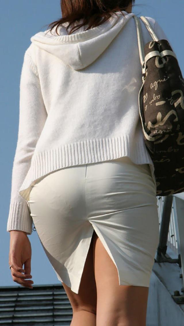 OLのスリット切れまくりタイトスカート盗撮エロ画像1枚目