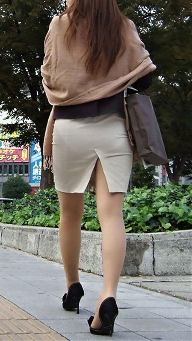 OLのスリット切れまくりタイトスカート盗撮エロ画像2枚目