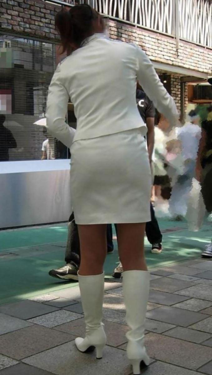 OLのスリット切れまくりタイトスカート盗撮エロ画像4枚目