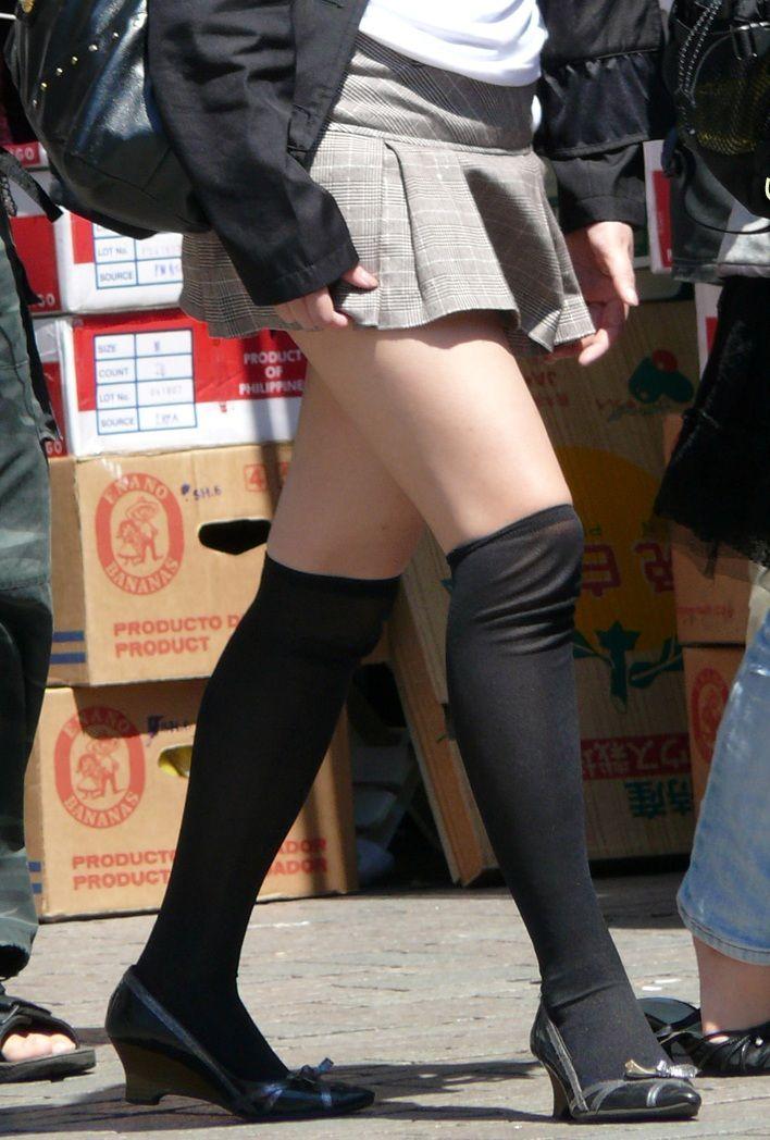 OLのスリット切れまくりタイトスカート盗撮エロ画像6枚目