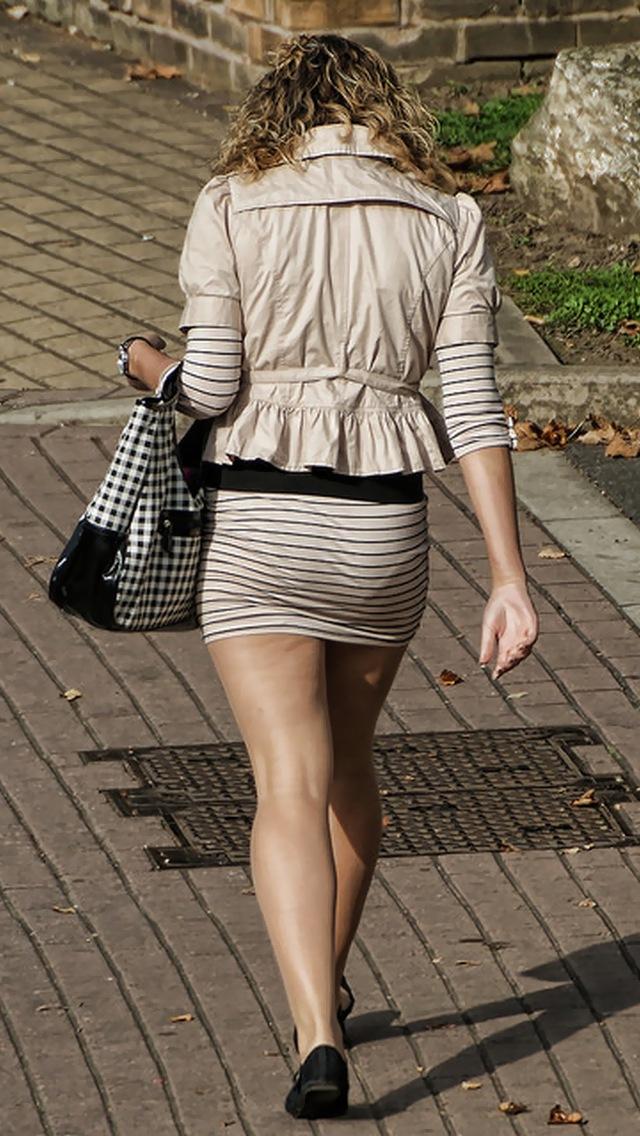 OLのスリット切れまくりタイトスカート盗撮エロ画像7枚目