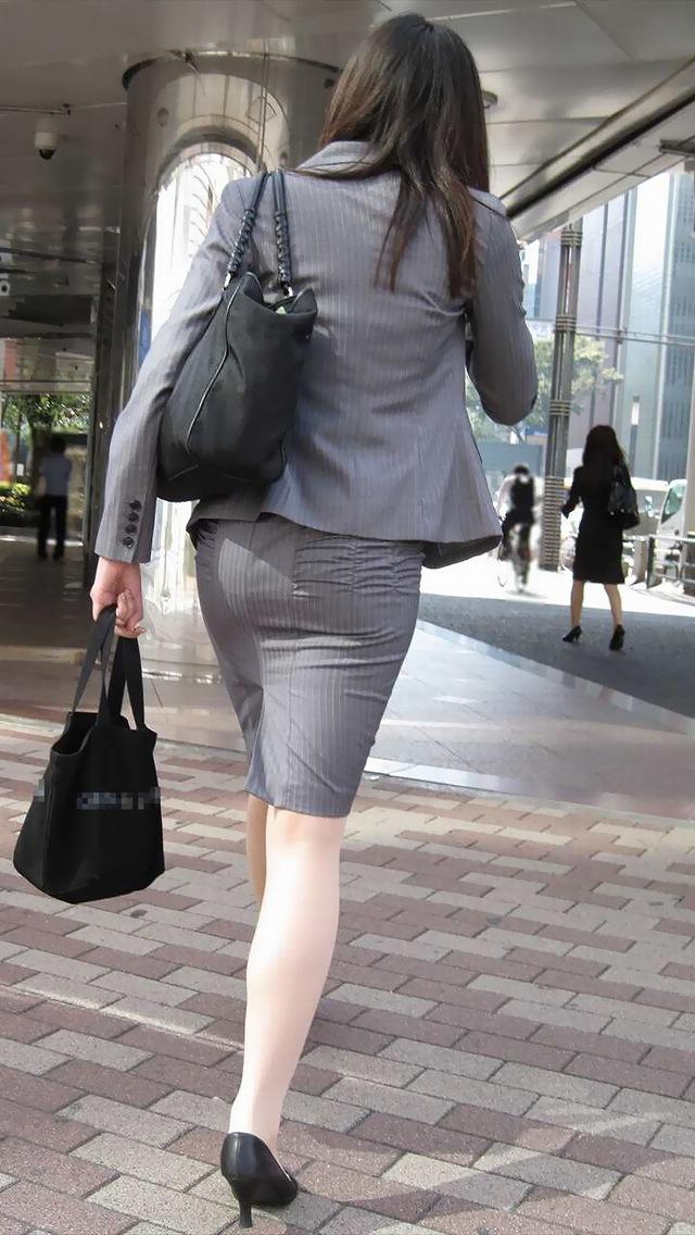 OLのスリット切れまくりタイトスカート盗撮エロ画像10枚目