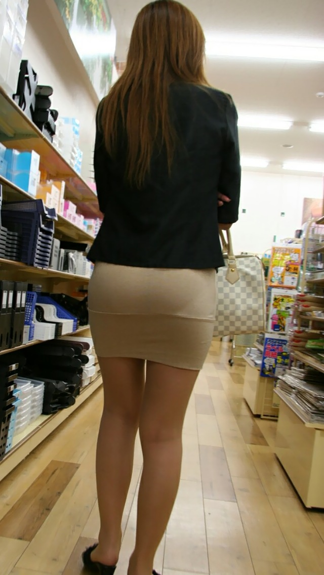 OLのスリット切れまくりタイトスカート盗撮エロ画像13枚目