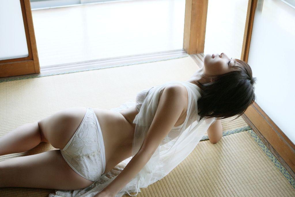 美尻OLの透け透けなフルバックパンティエロ画像8枚目