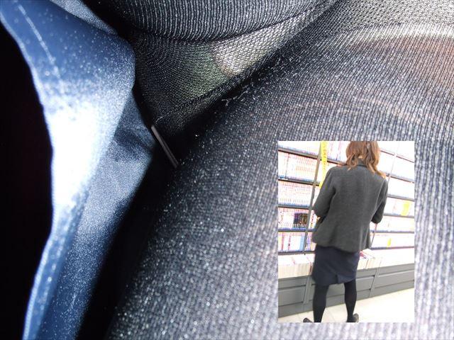 OLのタイトスカートしましまパンツ逆さ盗撮エロ画像11枚目