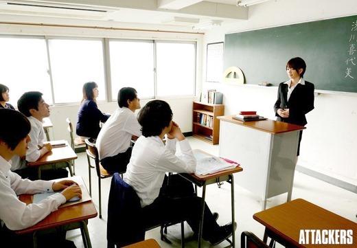 女教師が勉強を頑張る生徒にご褒美SEXのエロ画像10枚目