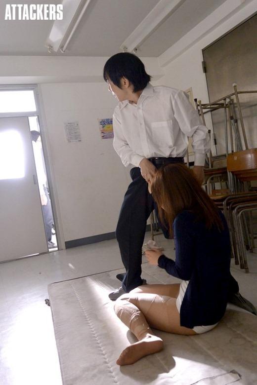 童貞生徒にレイプされた新卒女教師の惨劇エロ画像15枚目
